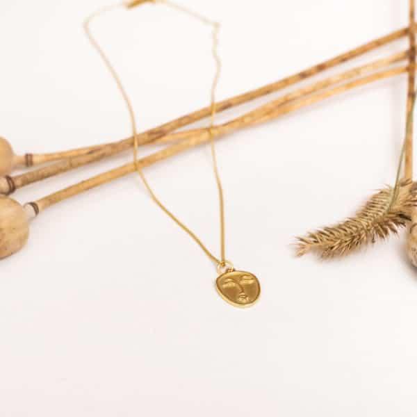 Strieborný náhrdelník Delvane